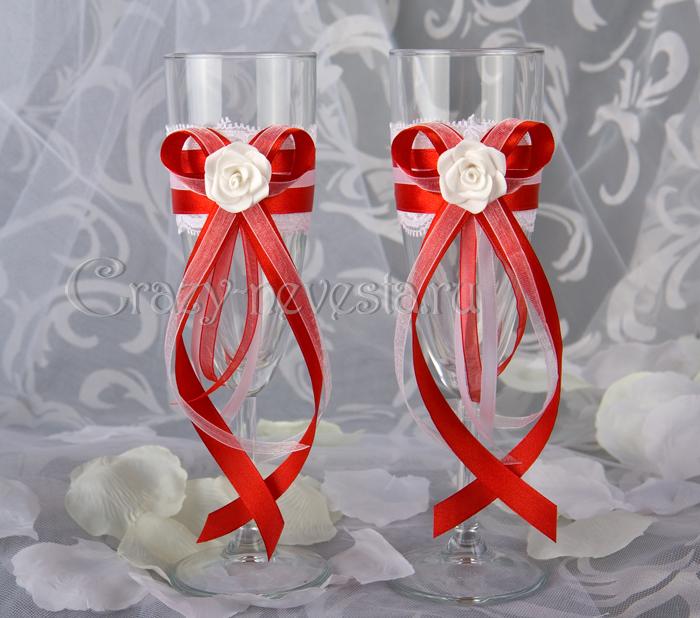 Бокалы на свадьбу в красно-белом цвете своими руками 15